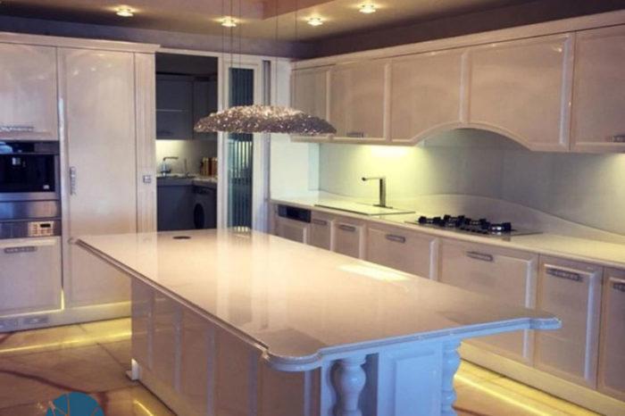 طراحی آشپزخانه با سنگ کورین در ولنجک